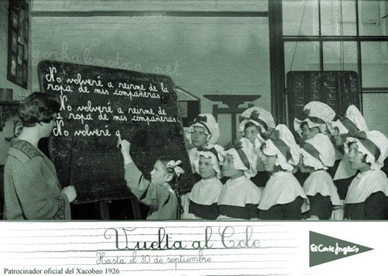 niños en el siglo XVII escribiendo en el pizarrón